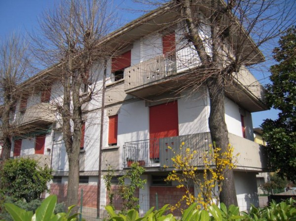 Appartamento in vendita a San Pietro in Casale, 5 locali, prezzo € 150.000   Cambio Casa.it