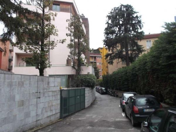 Bilocale Bologna Via San Mamolo 9