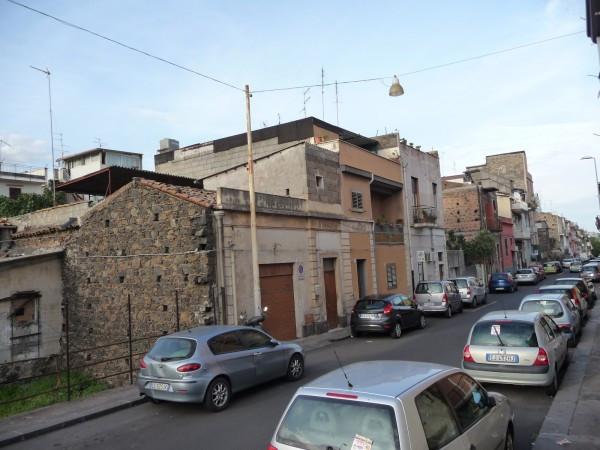 Bilocale Catania Via Faraci 1