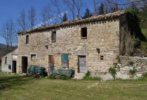 Rustico / Casale in vendita a Fossombrone, 6 locali, prezzo € 230.000 | Cambio Casa.it