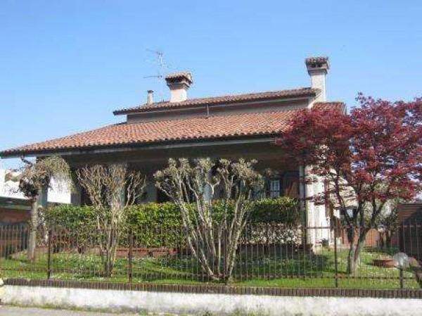Villa in vendita a San Colombano al Lambro, 6 locali, prezzo € 395.000 | Cambio Casa.it