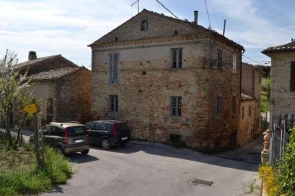Rustico / Casale in vendita a Monterubbiano, 6 locali, prezzo € 65.000 | CambioCasa.it
