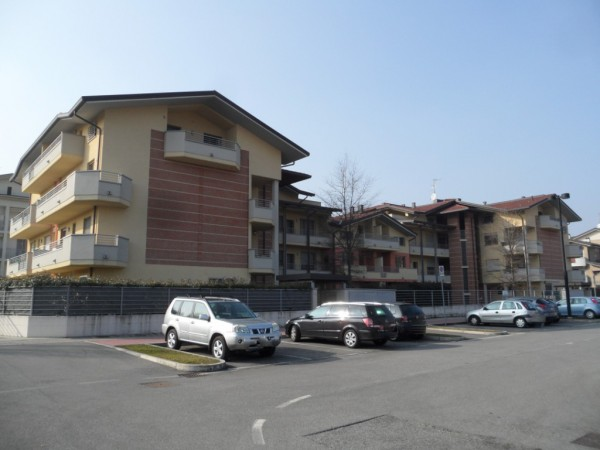 Appartamento in vendita a Varedo, 3 locali, prezzo € 235.000 | Cambio Casa.it