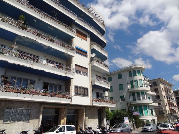 Appartamento in Vendita a Napoli Centro: 3 locali, 65 mq
