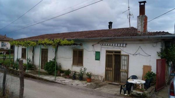 Villa in vendita a Alvignano, 4 locali, prezzo € 90.000 | CambioCasa.it