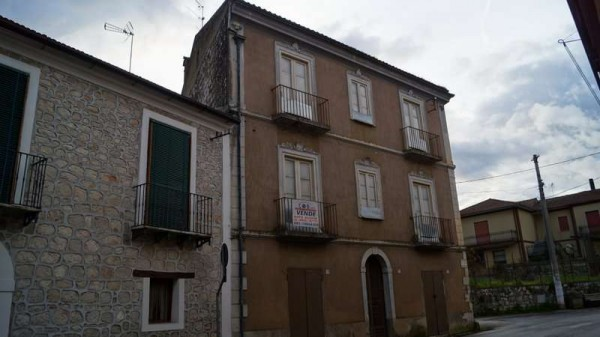 Palazzo / Stabile in vendita a Dragoni, 6 locali, prezzo € 70.000 | CambioCasa.it