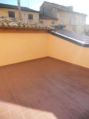 Casa indipendente in Vendita a Macerata Centro: 4 locali, 65 mq