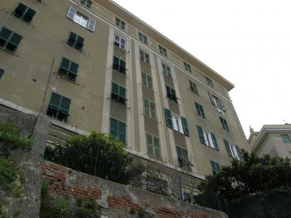 Bilocale Genova Via Dei Cinque Santi 1