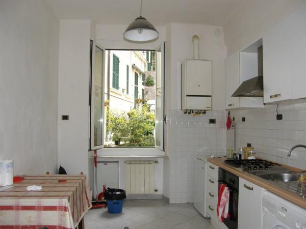 Bilocale Genova Via Dei Cinque Santi 12