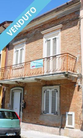 Soluzione Indipendente in vendita a Civitanova Marche, 6 locali, prezzo € 250.000   Cambio Casa.it