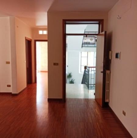 Negozio / Locale in affitto a Pescara, 3 locali, prezzo € 950 | Cambio Casa.it