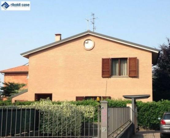 Villa in vendita a Carate Brianza, 4 locali, prezzo € 368.000 | Cambiocasa.it