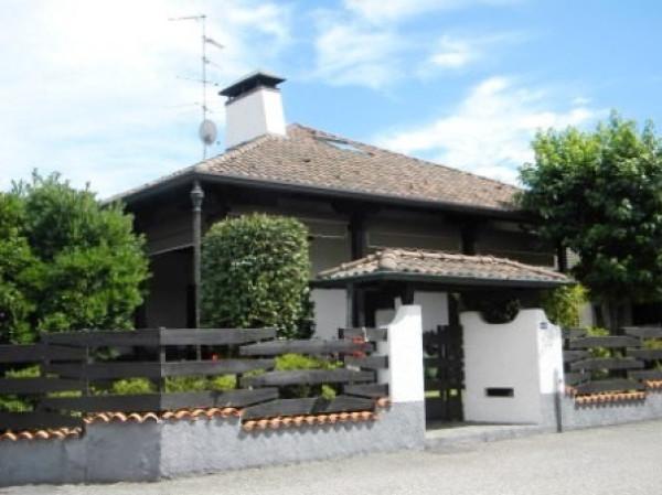 Villa in vendita a Samarate, 6 locali, prezzo € 445.000 | Cambio Casa.it
