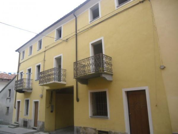 Palazzo / Stabile in Vendita a Lauriano
