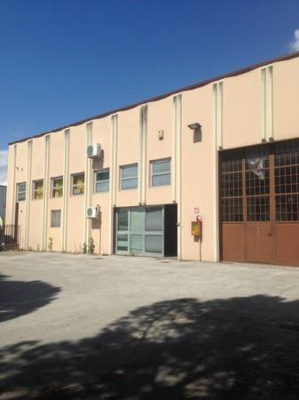 Capannone in Vendita a Perugia: 2 locali, 280 mq