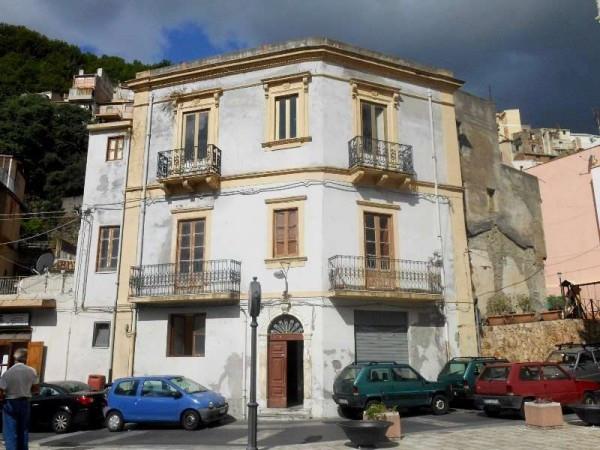 Palazzo / Stabile in vendita a Itala, 6 locali, prezzo € 110.000 | CambioCasa.it