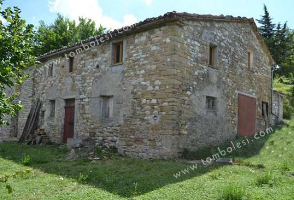 Rustico / Casale in vendita a Frontone, 6 locali, prezzo € 180.000 | Cambio Casa.it