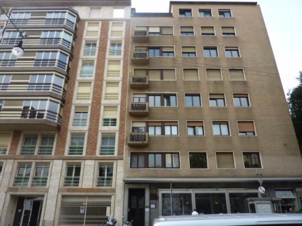 Bilocale Milano Via Edmondo De Amicis 3