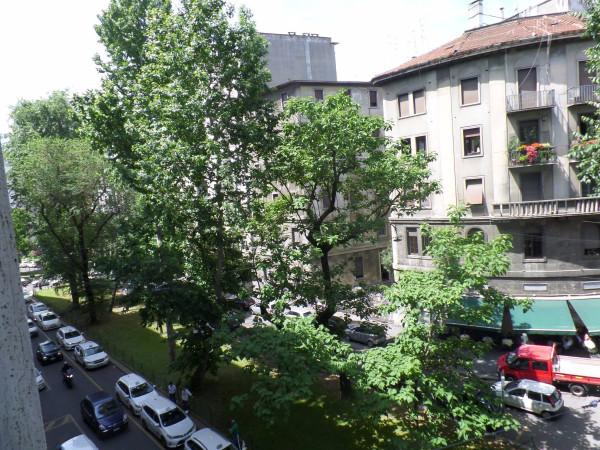 Bilocale Milano Via Edmondo De Amicis 4