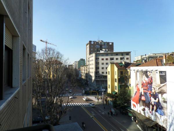 Bilocale Milano Via Edmondo De Amicis 9