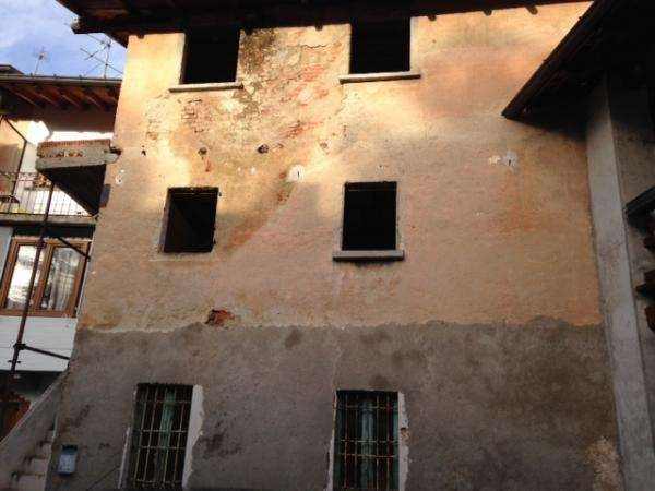 Palazzo / Stabile in vendita a Guanzate, 3 locali, prezzo € 9.000 | CambioCasa.it