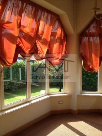 Villa in vendita a Rodano, 6 locali, prezzo € 890.000 | Cambio Casa.it