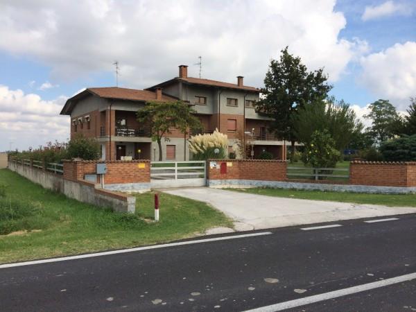 Villa in vendita a Bondeno, 6 locali, prezzo € 800.000 | Cambio Casa.it