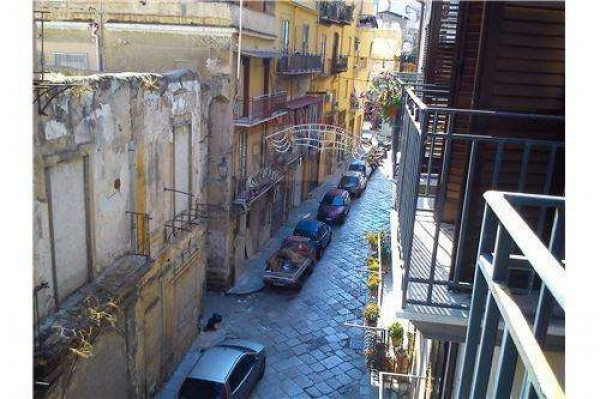 Bilocale Palermo Via Albergheria 4