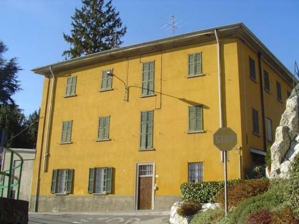 Bilocale Albavilla Via Cavour 10