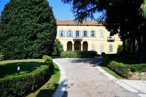 Villa in vendita a Carate Brianza, 4 locali, prezzo € 730.000 | Cambiocasa.it