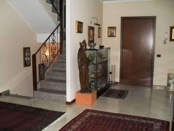 Villa in vendita a Bareggio, 5 locali, prezzo € 370.000 | Cambio Casa.it
