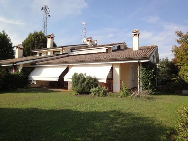 Villa in vendita a Montebelluna, 9999 locali, prezzo € 700.000   CambioCasa.it