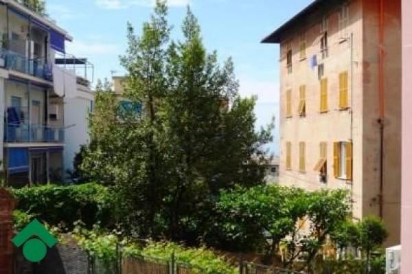 Bilocale Genova Via Montecorno 1