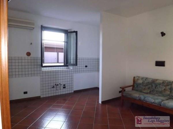 Appartamento in vendita a Ranco, 5 locali, prezzo € 135.000 | Cambio Casa.it