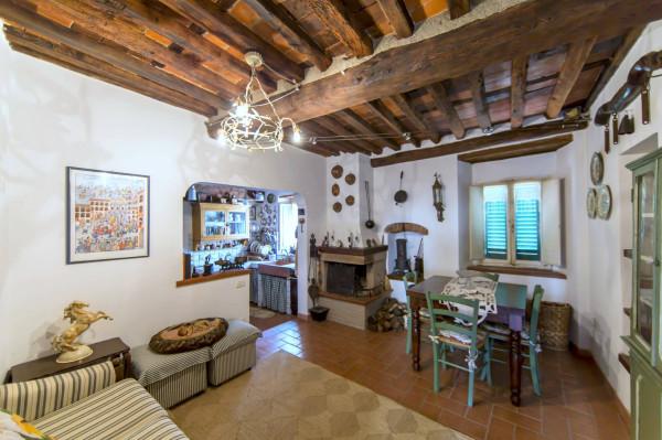 Soluzione Indipendente in vendita a Pescia, 5 locali, prezzo € 88.000 | Cambio Casa.it