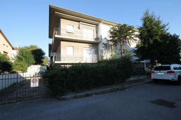 Appartamento in Vendita a Lucca Periferia Est: 5 locali, 145 mq