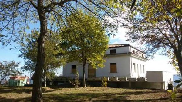 Villa in vendita a Tossicia, 6 locali, prezzo € 180.000 | Cambio Casa.it