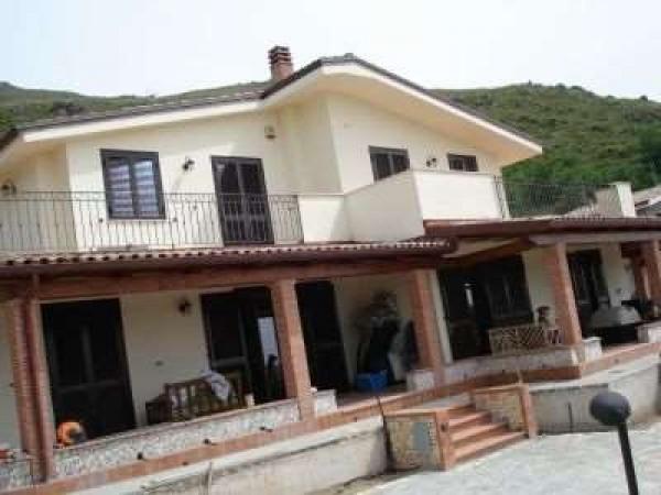 Appartamento in vendita a Formia, 6 locali, prezzo € 700.000 | Cambio Casa.it
