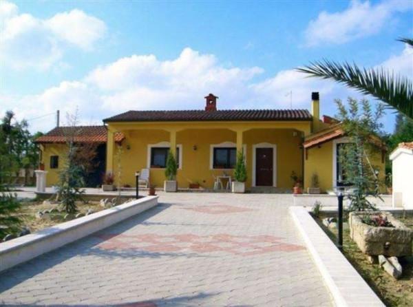 Villa in vendita a Oria, 5 locali, prezzo € 220.000 | Cambio Casa.it
