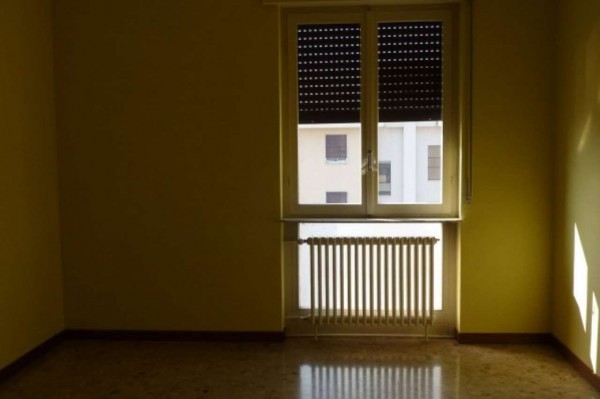 Bilocale Cardano al Campo Via Antonio Gramsci 8