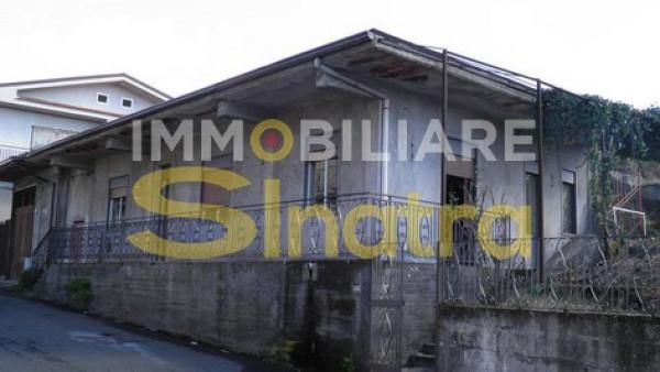 Villa in vendita a Ragalna, 4 locali, prezzo € 149.000 | Cambio Casa.it