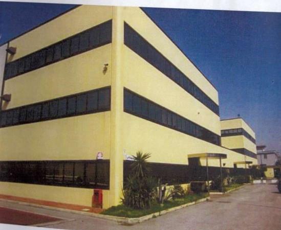Capannone in vendita a Caivano, 9999 locali, Trattative riservate | Cambio Casa.it