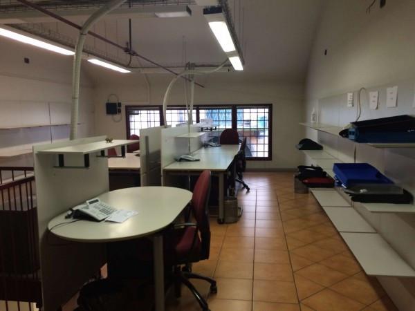 Ufficio / Studio in vendita a Borgomanero, 5 locali, prezzo € 260.000 | Cambio Casa.it