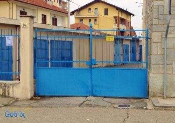 Posto-box auto in Vendita a Orbassano Centro: 11 mq
