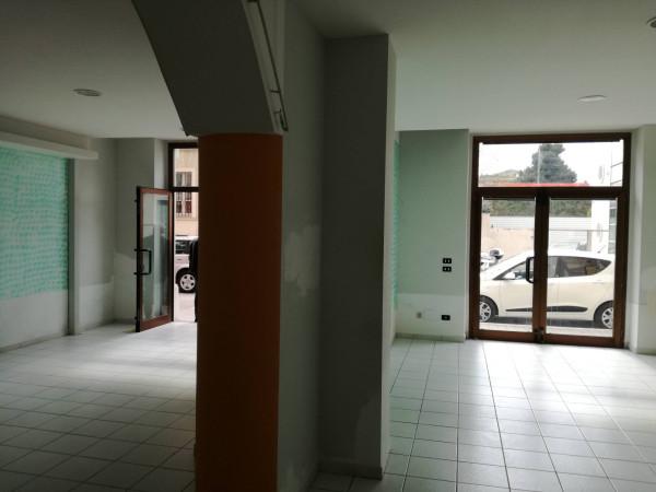 Negozio / Locale in affitto a Pescara, 3 locali, prezzo € 800   Cambio Casa.it