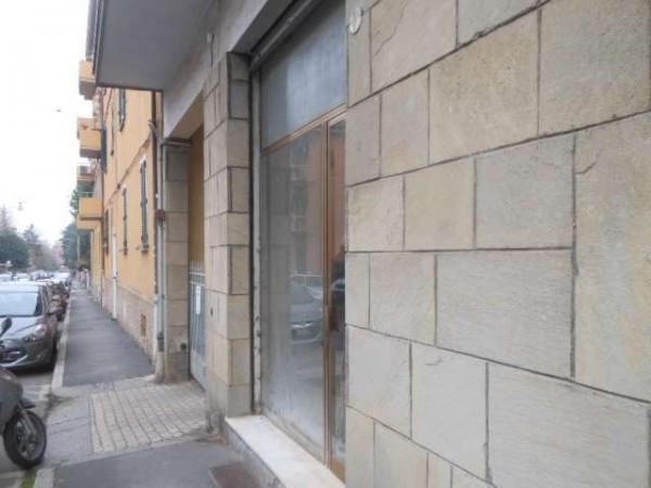 Negozio-locale in Affitto a Bologna Semicentro Est: 4 locali, 90 mq