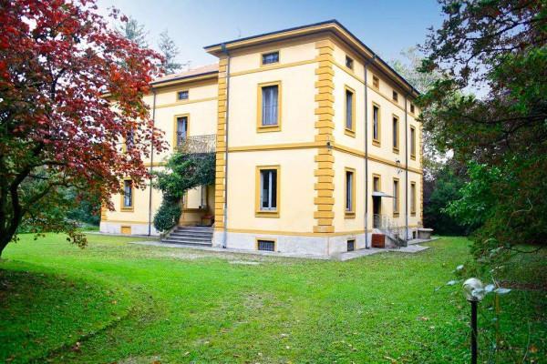 Villa in vendita a Carate Brianza, 6 locali, Trattative riservate | Cambiocasa.it