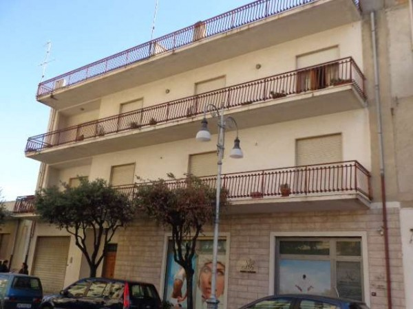 Appartamento in vendita a Locri, 6 locali, Trattative riservate | Cambiocasa.it