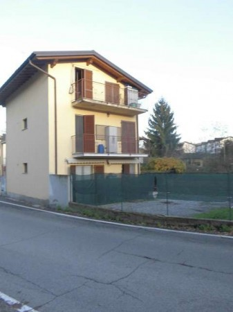 Appartamento in vendita a Olgiate Comasco, 3 locali, prezzo € 116.000 | Cambio Casa.it