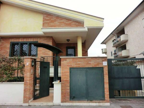 Soluzione Indipendente in affitto a Roma, 5 locali, zona Zona: 36 . Finocchio, Torre Gaia, Tor Vergata, Borghesiana, prezzo € 900 | Cambio Casa.it